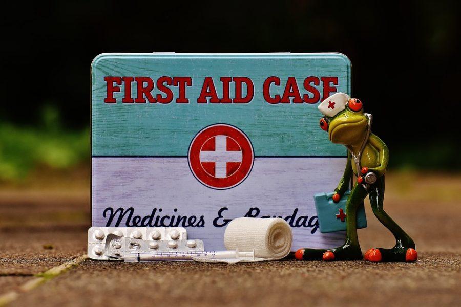 botiquín de primeros auxilios en la escuela